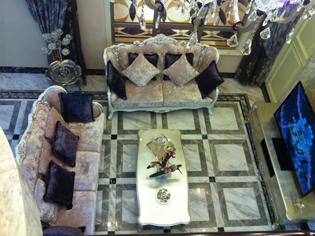 Marble tile flooring can boost a home s resale value for Best flooring for resale value